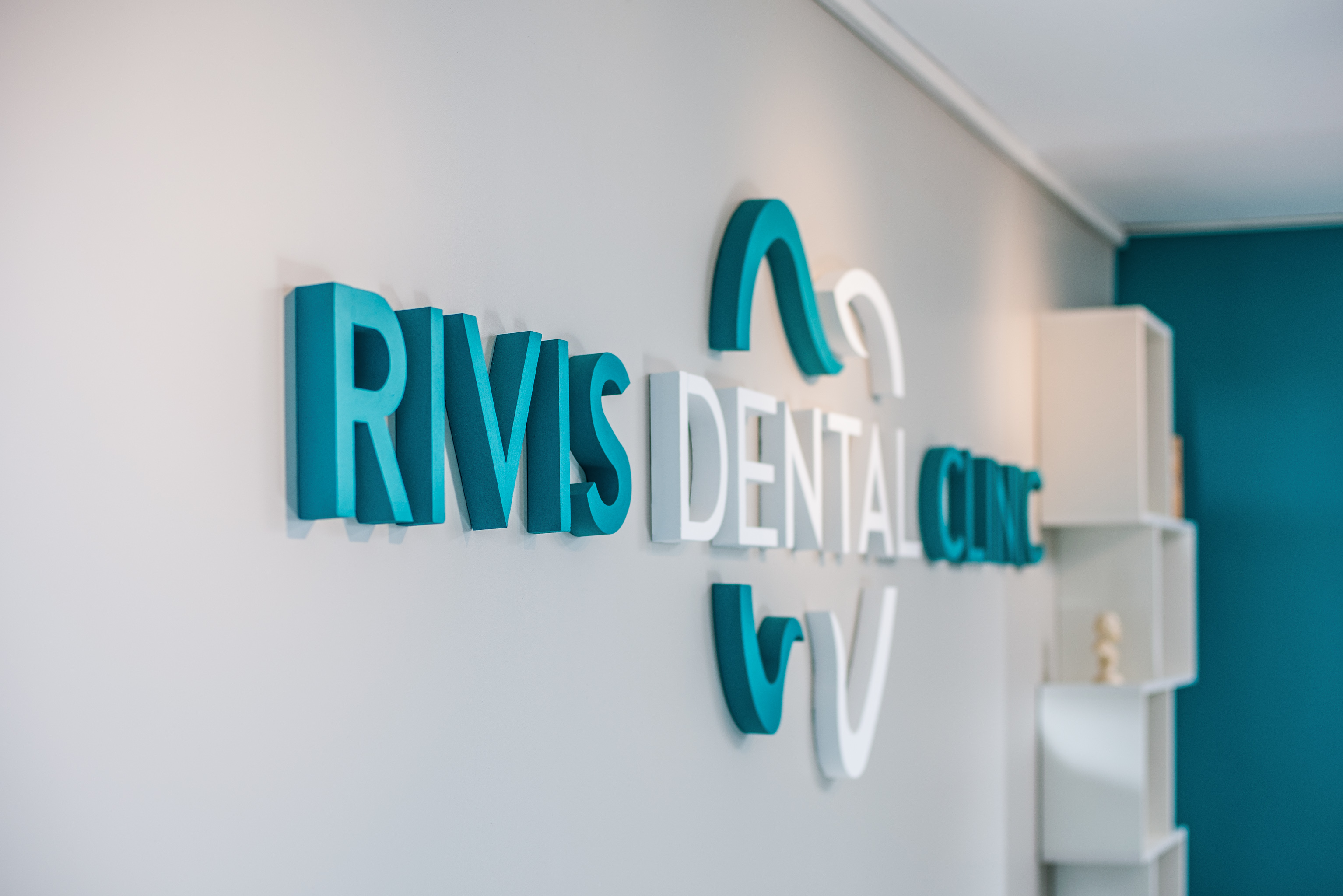 PROIECTE FAINE: RIVIS DENTAL CLINIC
